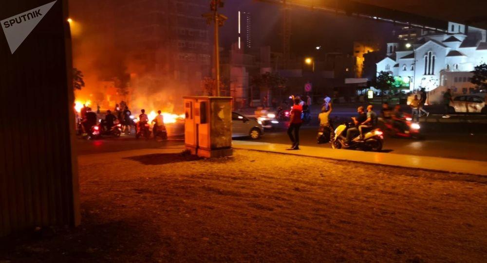 بالفيديو: مرافق وزير أطلق النار.. وجنبلاط يطالب بفتح تحقيق..ومظاهرات حاشدة في مدن لبنان