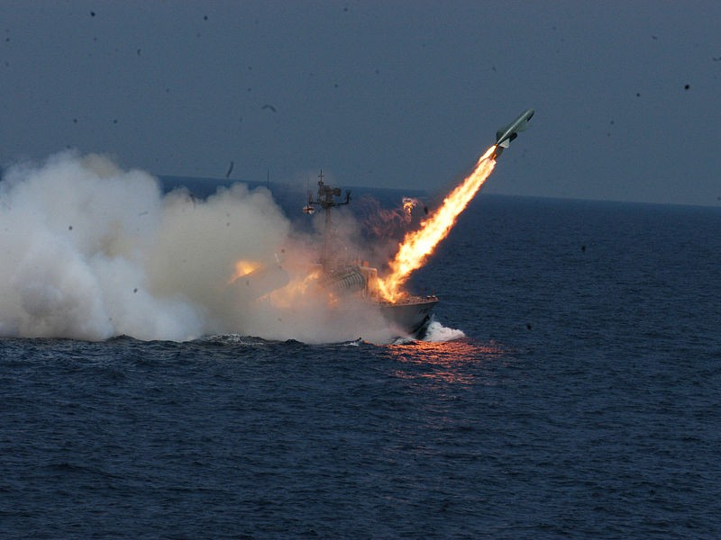 800px-INS_Chamak_(K95)_fires_a_P-15_Termit_missile.jpg