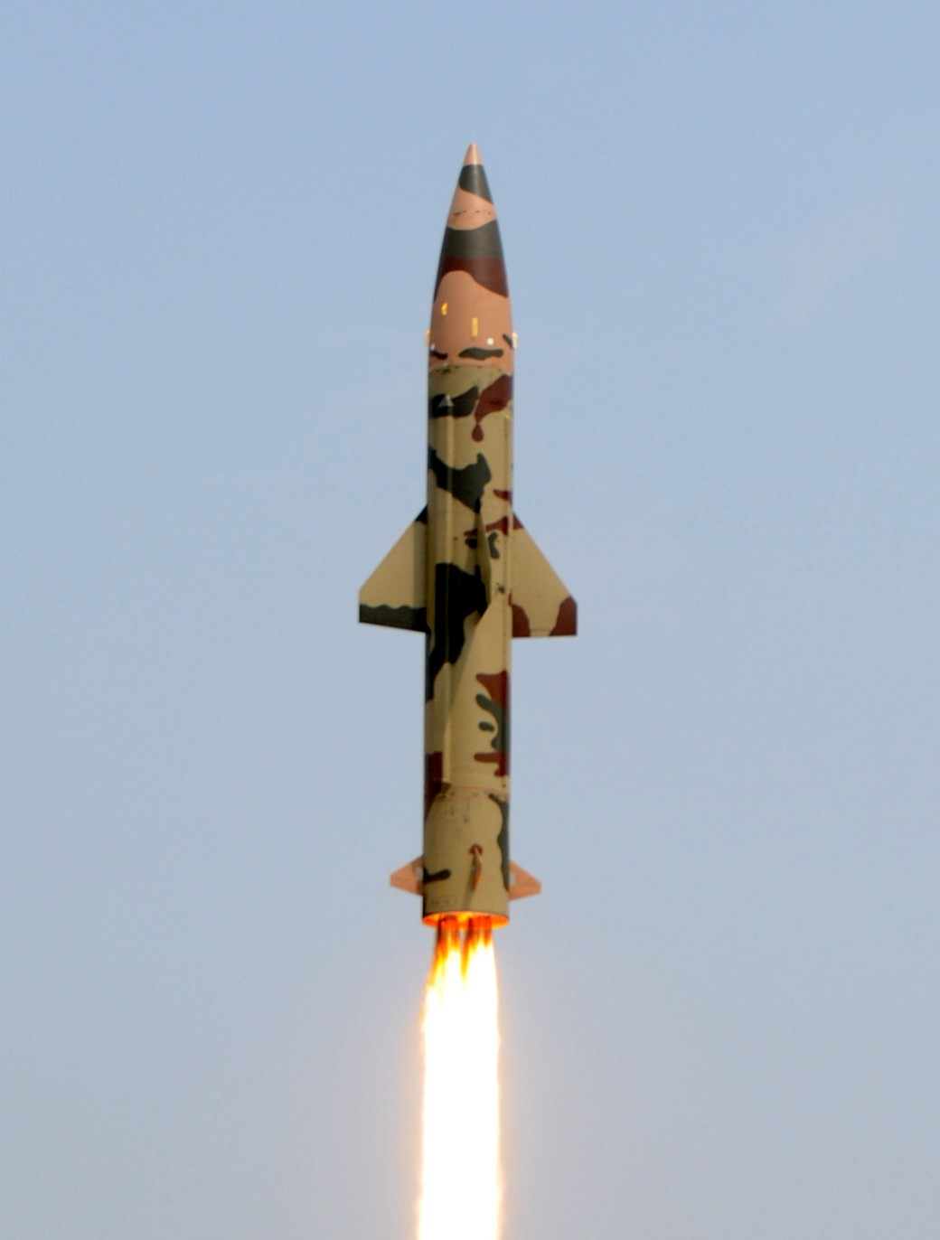 Prithvi-II_missile_launch_on_11_March_2011_(cropped).jpg