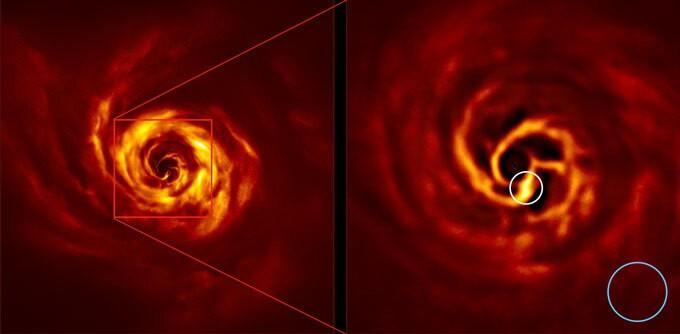 صورة مقربة لقرص الغاز والغبار (كما هو موضح هنا في ضوء الأشعة تحت الحمراء) حول النجم الشاب AB Aurigae.jpg