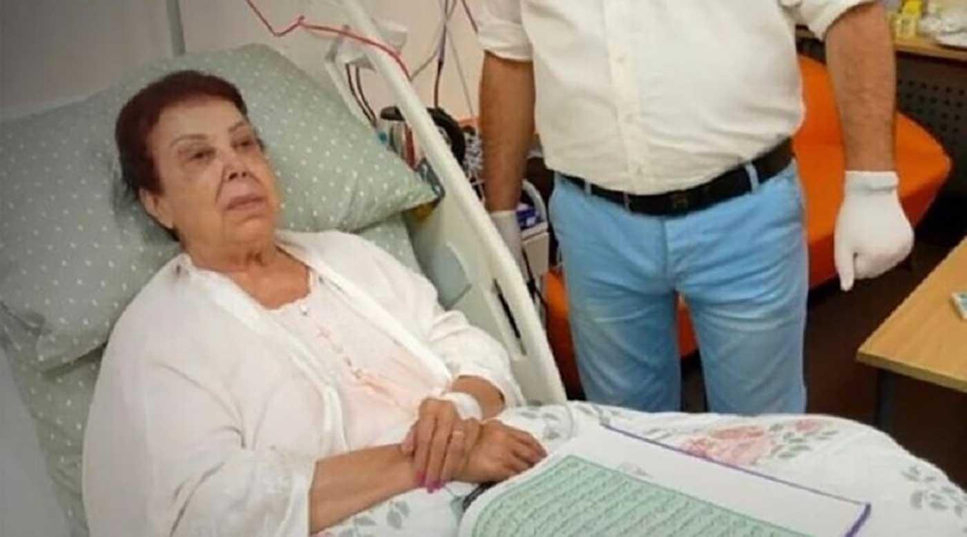 رجاء الجداوي في المستشفى.jpg