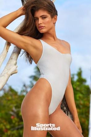 valentina-sampaio-sports-illustrated-swimsuit-issue-2.jpg